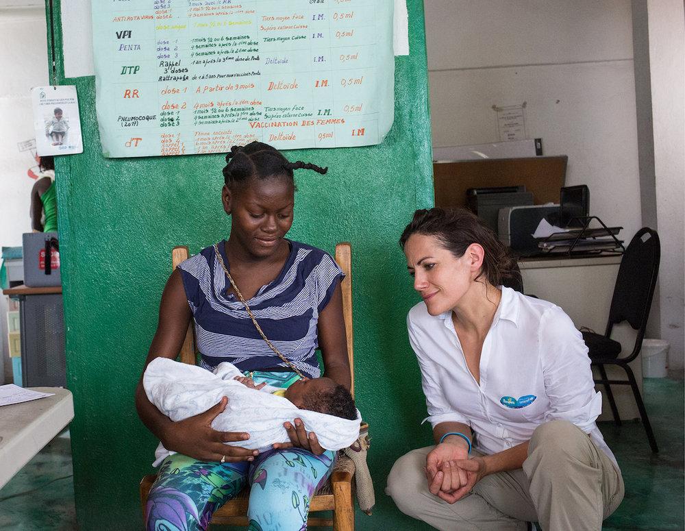 Bettina Zimmermann besucht Gesundheitsstation Marigot