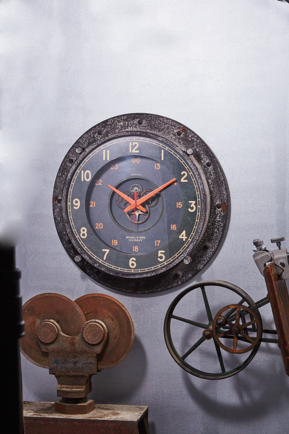 Control-Room-Wall-Clock_situation.jpg