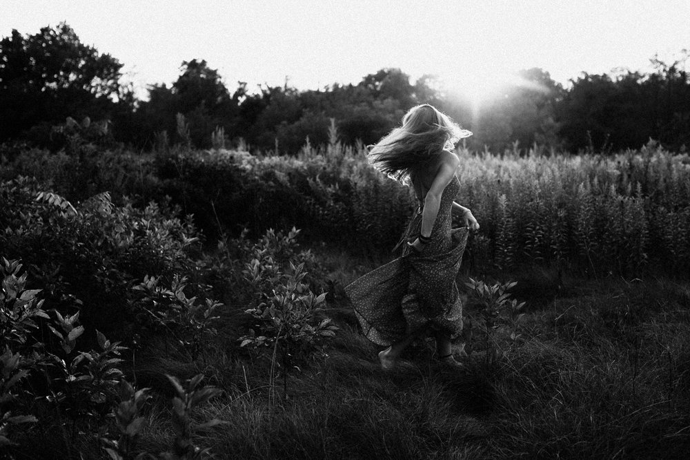 bw-senior-picture-field-natural.JPG