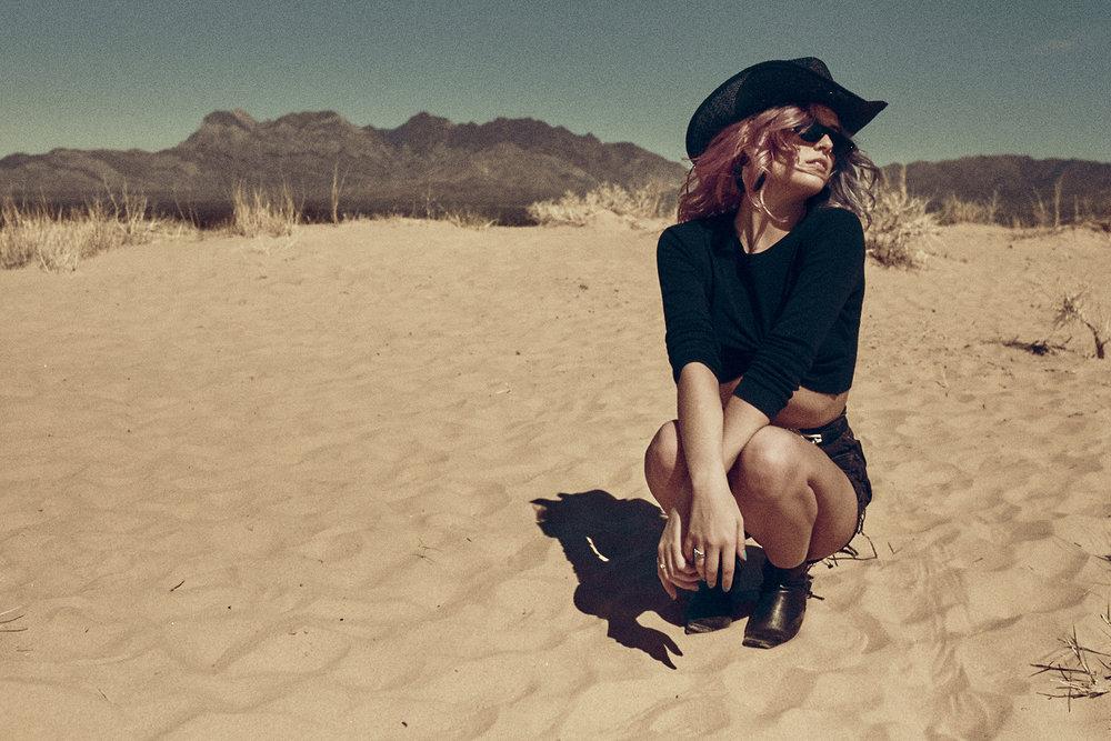 Desert-Editorial-Photoshoot_08.jpg