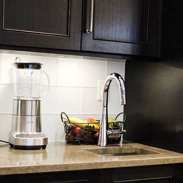 At-home smoothie station? Why not! Installing a second sink in your kitchen will allow room for more of your favourite food creations. 🍌🍓🍍 #TritonPromise #TritonPlumbing #Plumbing #PlumbersLife #Plumber #Plumbers #Kitchen #Bathroom #Sink #Faucet #Smoothie #Fruit #Food #Home #HomeSweetHome #HomeDesign #HomeStyle #Luxury #LuxuryHome #LdnOnt #LdnEnt #LondonOntario