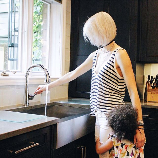 Make a statement in your family kitchen with a silver arched faucet & metallic deep basin. With a slightly lower ledge, you might be lucky enough to get a couple extra, small helping hands! 👶🚿 #TritonPromise #TritonPlumbing #Plumbing #Plumber #Plumbers #PlumbersLife #Home #HomeDesign #Tiles #Bathroom #Kitchen #HomeStyle #HomeReno #Renos #Design #Renovations #Water #Triton #LdnOnt #LdnEnt #LondonOntario