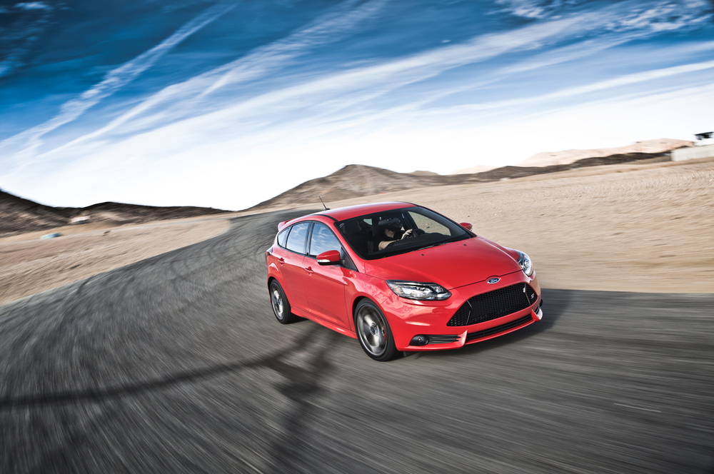 2014-Ford-Focus-ST-front-end-in-motion.jpg