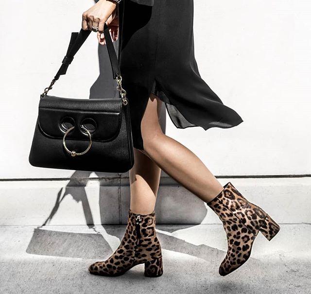 Outfit Envy 🔥🔥. . .📸@figtny . . . . . . . . . . . #outfitenvy #styleinspo #monochrome #fashion #modern #minimal #fashionista #weekendwear