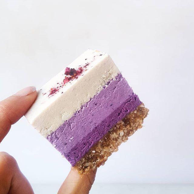 White Chocolate Blueberry Lemon Slices with Walnut Ginger Crust    extras for the wedding cake 💜 such a lush combo 😍 . . . #rawcake #cake #vegan #paleo #plantbased #wholefood #glutenfree #blueberry #cacao #cheezecake #dessert #wedding #weddingcake #healthy #yum #purple #realfood #daydreamdessert