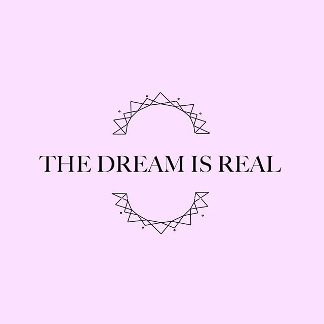 Why Daydream? Because its that magical place between this reality and the higher, day time and night dreaming, between the 3rd and 4th dimension, where belief and faith create your reality. Also I literally dream about cake and chocolate at night very frequently 😅 . . . #daydreamdessert #daydream #dreamsdocometrue #healthy#chocolate #dessert #plantbased #paleo #glutenfree #magic #faith #love