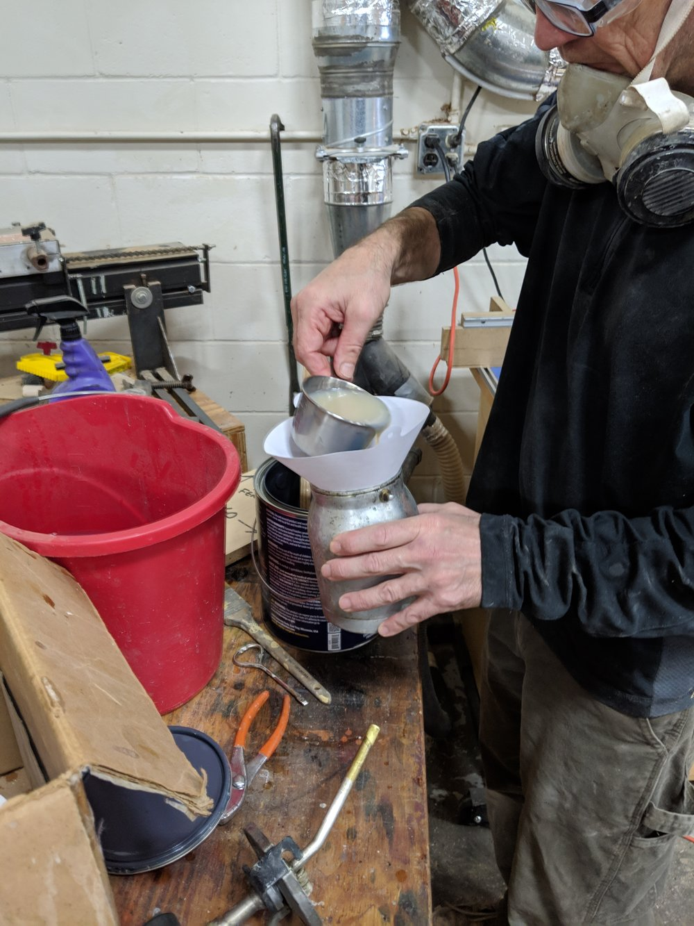 Filling up the spray gun