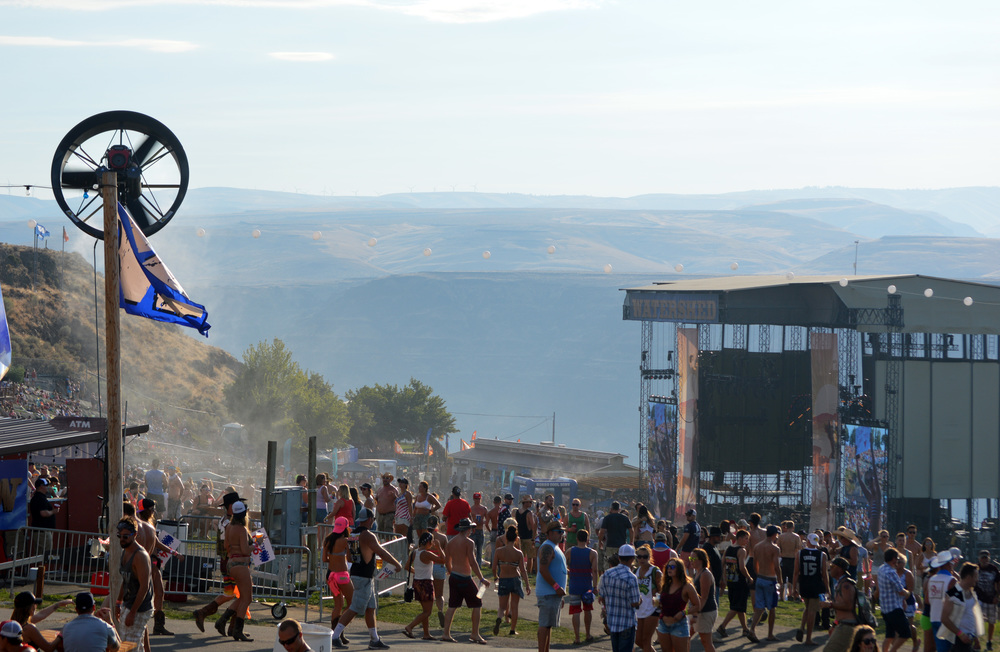 Tow and Blow fan providing cooling over a crowd at the gorge