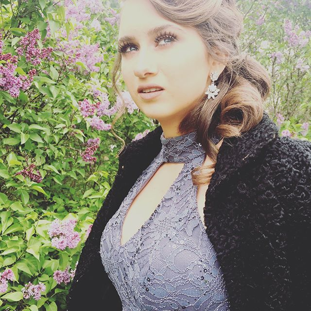 @natalie_batten went a bit vintage glam for #prom2017. 💗