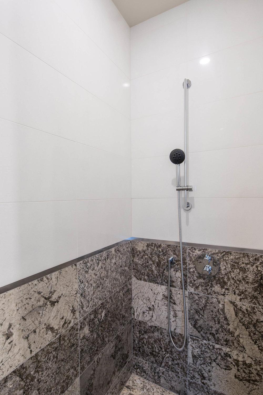 Master bathroom 2 MED.jpg