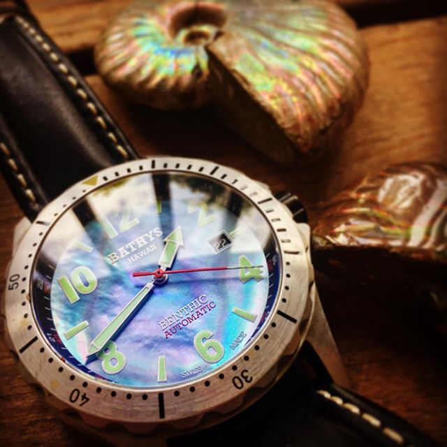 Nacre, or mother of pearl, evolved over 200 million years ago. Even after all that time it still looks good. #biomaterials #horology #bathyshawaii #benthic #swissmade