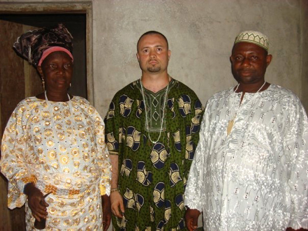 Nathan with his ìyálóòṣà, the late Adùnọlá Àyọ̀ká, and his bàbálóòṣà, Iwíntọla Fáróunbí. ©Nathan Lugo