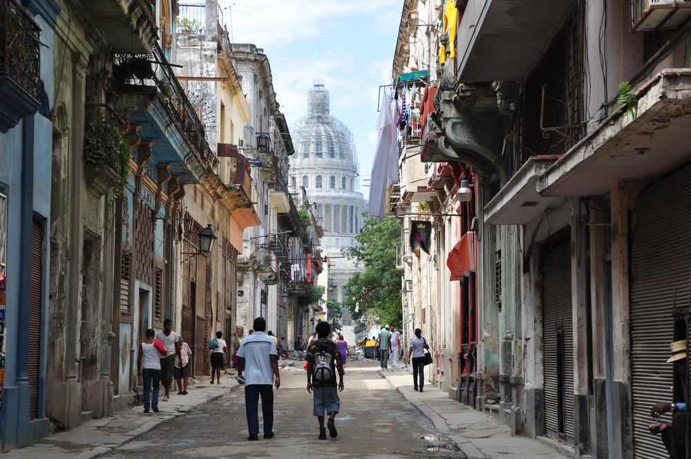 Street view in the center of Havana, Cuba. 'El Capitolio', photo: halbag, CC BY 2.0