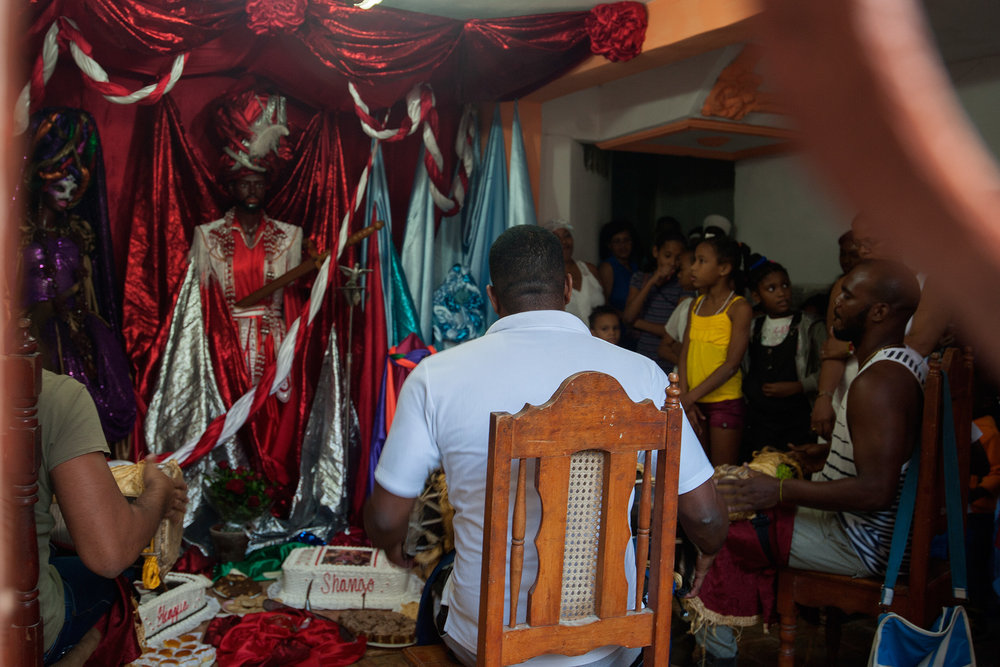 "The starting point of a Cuban ""fiesta"", bàtá drumming without singing to invoke the Orisha in front of the throne, here Shango in the middle. Photo Giulia Molinari CC BY-NC 2.0"