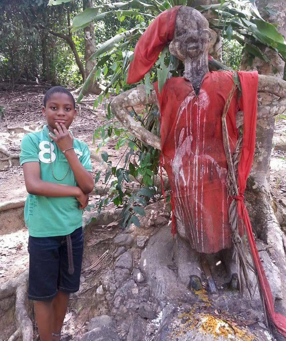 At a shrine for Òrìsà Ògún near the ojúbọ Ọ̀ṣun, the center of Ọ̀ṣun's Sacred Grove in Òṣogbo.© Ilé Àrìrà