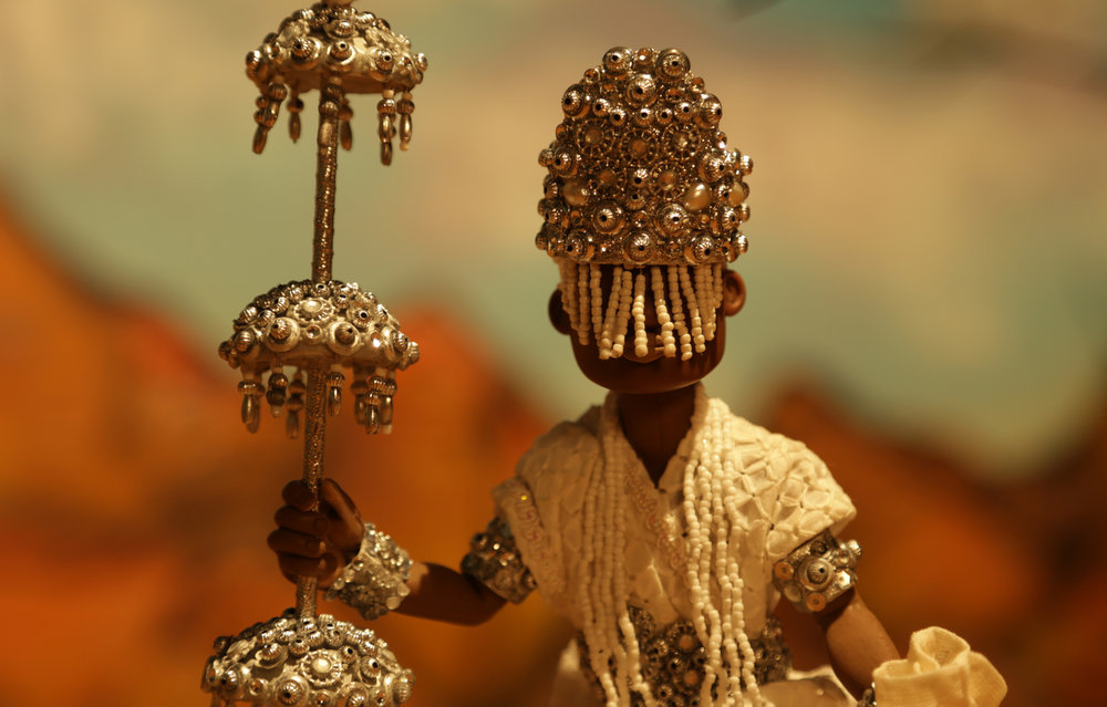 Close-up of Orixá Oxalá. Like in Yorùbáland strings of beads hanging from the crown cover the face. ©Christian Carvalho