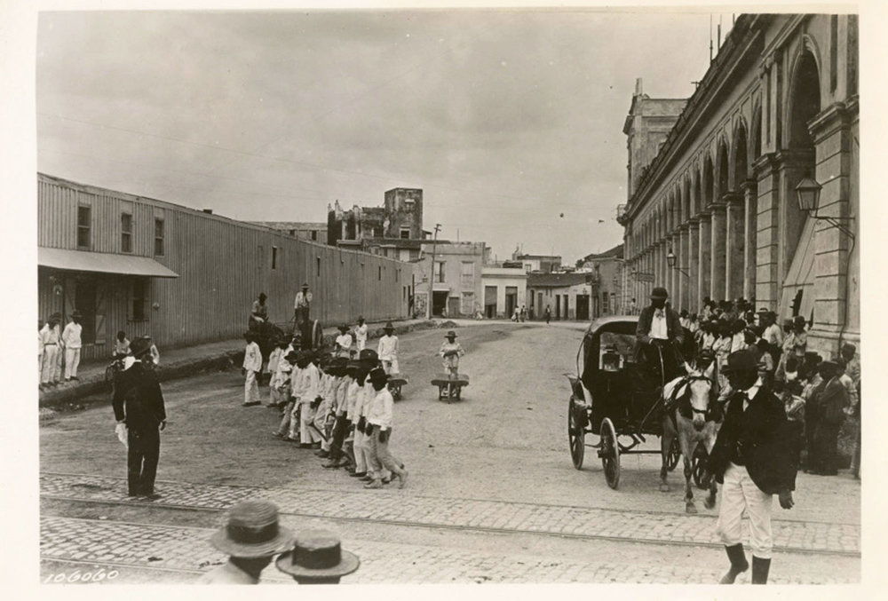 "Urban work, the ""water boys"", the ""aguadores"", of Havana, 1900. Found in the Cuban Photograph Collection by the  University of Miami Libraries . Image Public Domain."