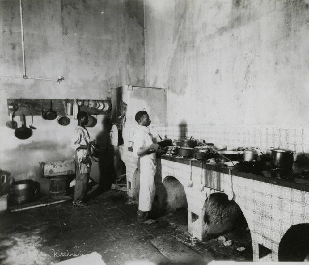 Spanish colonial kitchen, Cuba, 1895. Found in the Cuban Photograph Collection by the  University of Miami Libraries . Image Public Domain.