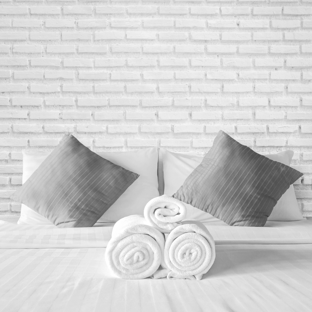 stock-photo-28914904-stack-of-clean-bedding-sheets-and-towels-isolated-on-white.jpg