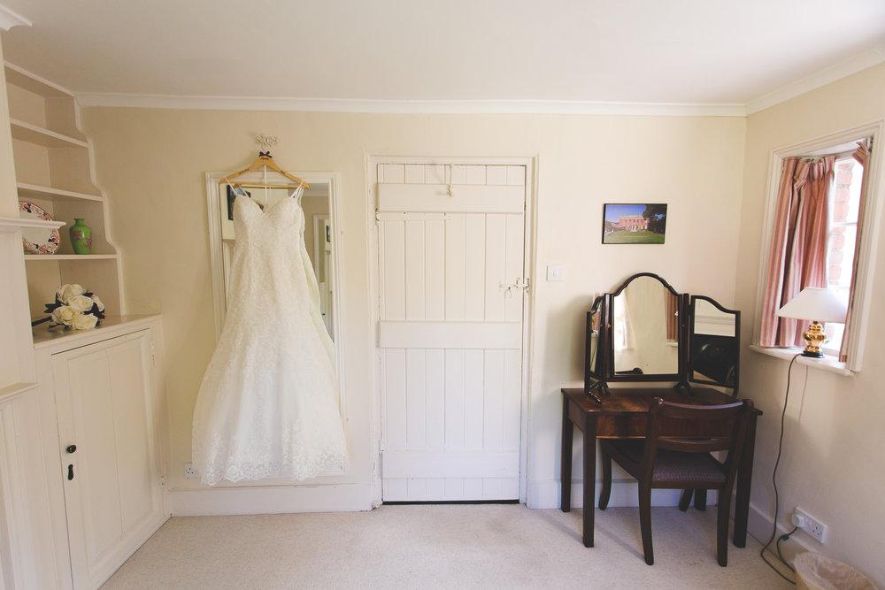Surrey Wedding Photographer Hedingham Castle004.jpg