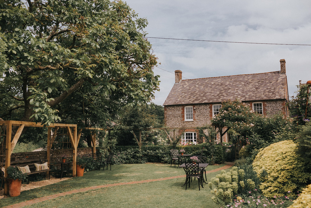 Upwaltham Barns Wedding004.jpg