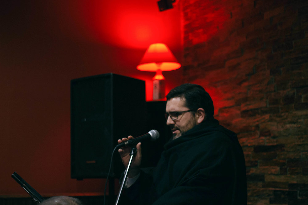GONÇALO M. - VOZIniciou formalmente a sua carreira no Orfeon Académico de Coimbra e hoje conta com 20 anos de colaboração com diversas formações de Fado de Coimbra. Já se apresentou ao vivo um pouco por todo o mundo e foi convidado para diversos registos discográficos e televisivos.