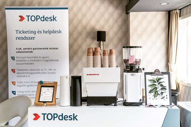 Out on the open water once again with our longtime partners TopDesk. We've complimented their stand with our coffee at numerous IT conferences and job fairs all around the country. #topdeskhungary #infohajo #budapesthajo #dunakanyar #coffeegenius #specialtycoffee #specialtycoffeecatering #casinomocca #lamarzocco #anfim photos by @tomszelpal