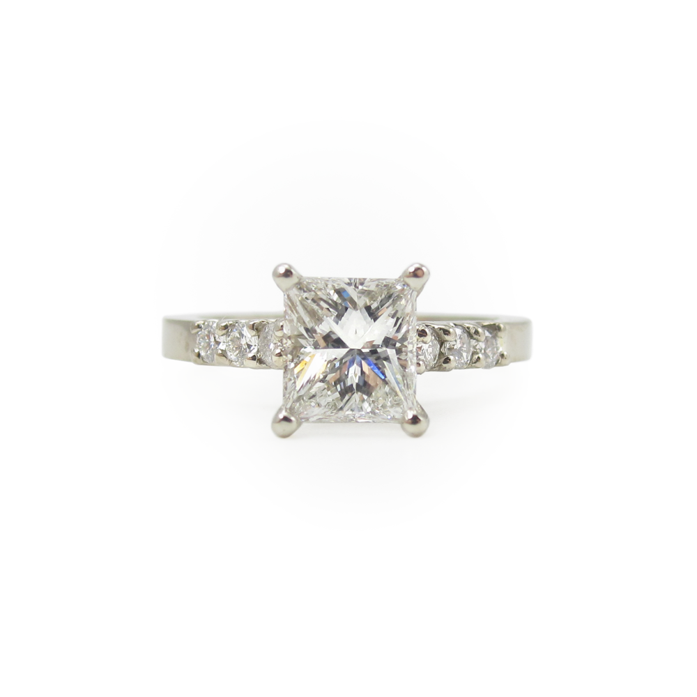 14k White Diamond 7 Stone Ring