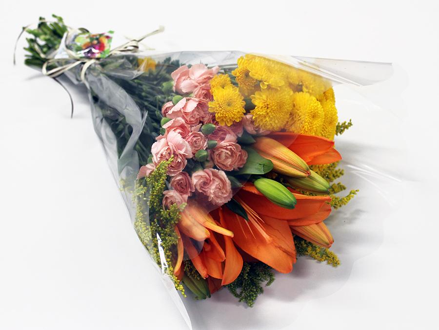 Buquê Amorize Perfeição - Buquê composto por 5 hastes de alstroemerias, 3 botões de rosas, 4 hastes de ruscus e 3 hastes de áster