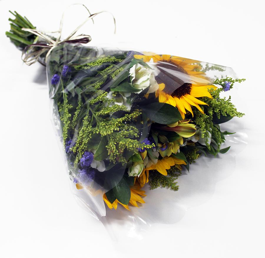 Buquê Amorize Singeria - Buquê composto por 5 hastes de alstroemerias, 3 botões de rosas, 4 hastes de ruscus e 3 hastes de áster