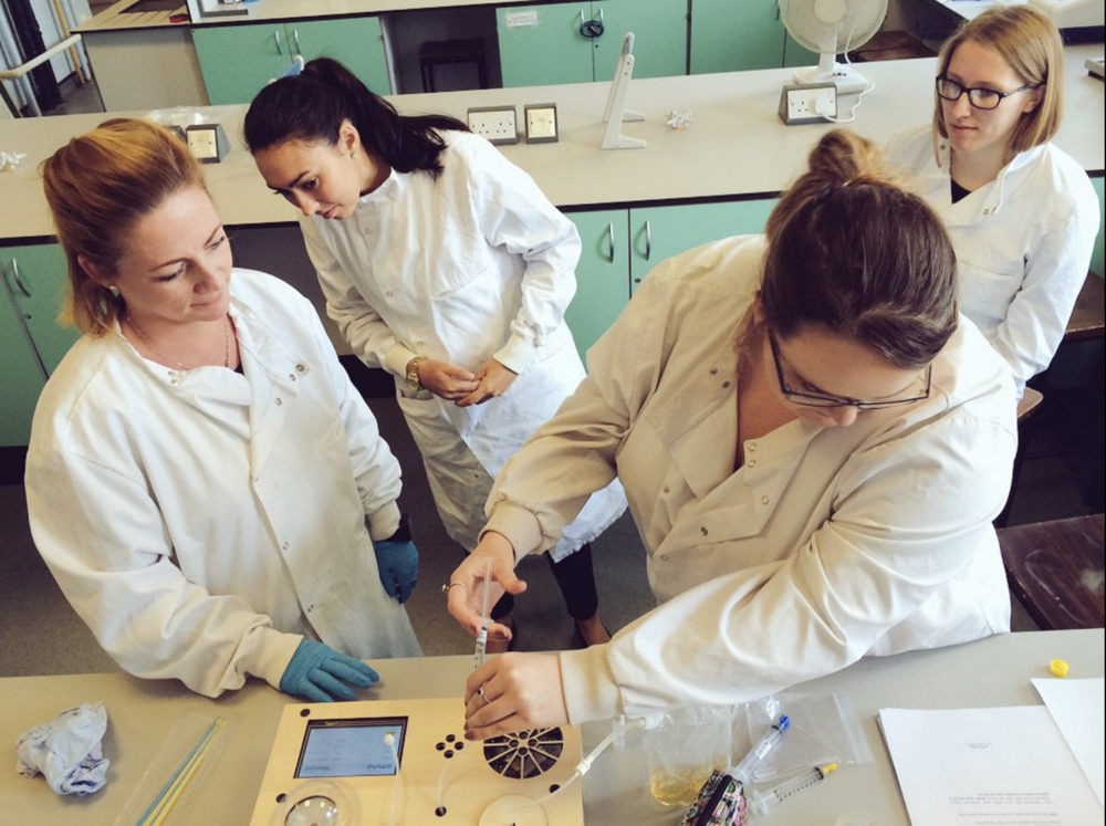 Introduce your students to biotechnology, genetic engineering and bioproduction hands on