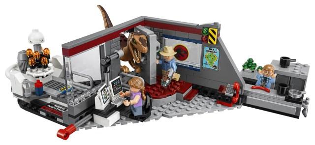 04-LEGO-75932-Jurassic-Park-Velociraptor-Chase-Set-Front.jpg
