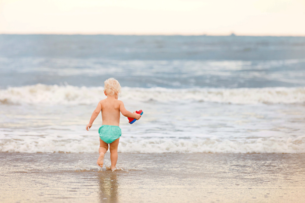 toddler-on-the-beach-virginia-beach-lifestyle-photography-sandbridge-photographers-melissa-bliss-photography-family-photos.png