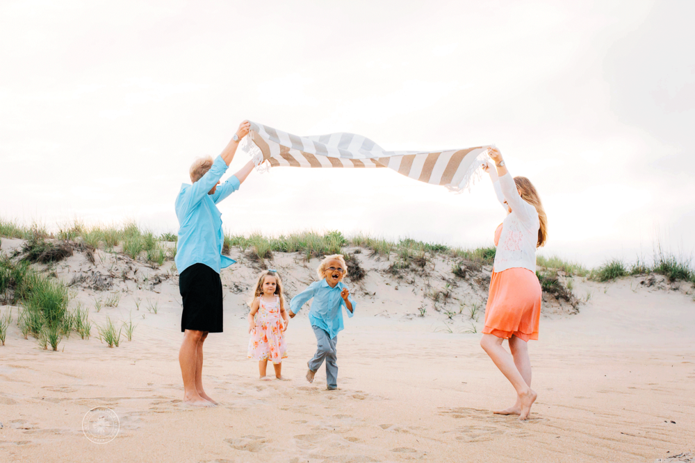 virginia-beach-family-photographers-lifestyle-beach-family-session-melissa-bliss-photography-sandbridge-chesapeake-norfolk-va-beach.png