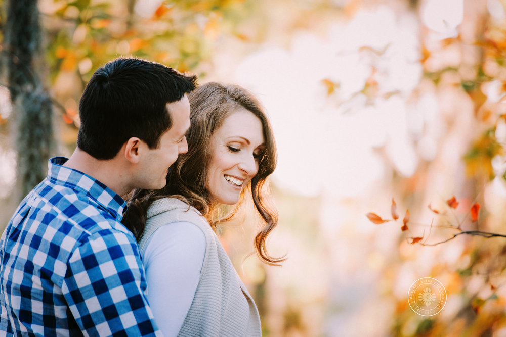 gorgeous-maternity-photo-couple-in-golden-fall-light-virginia-beach