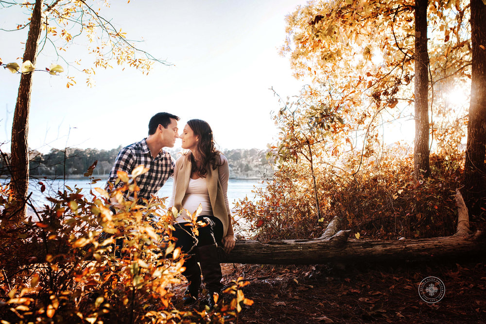 natural-posing-couples-maternity-session-fall-leaves-virginia-beach-va