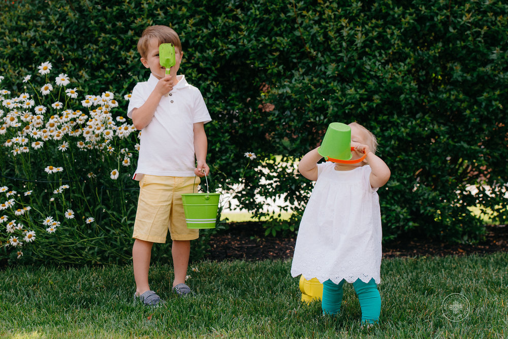 young-boy-and-sister-play-in-yard-family-photographers-chesapeake-va-melissa-bliss-photography