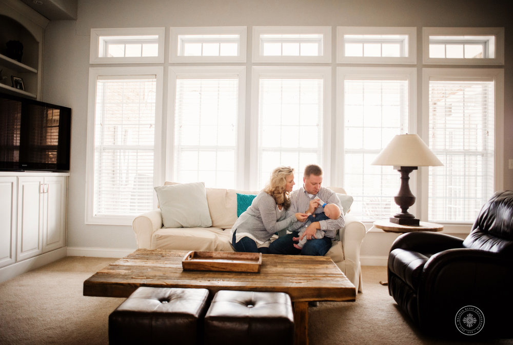 newborn-family-photos-melissa-bliss-photography-in-home-newborn-photographer-chesapeake-va