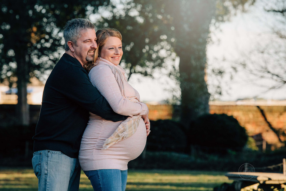 virginia-beach-norfolk-maternity-photographer-melissa-bliss-photography-expecting-couple-hugs-norfolk-photo-session-the-hermitage-museum