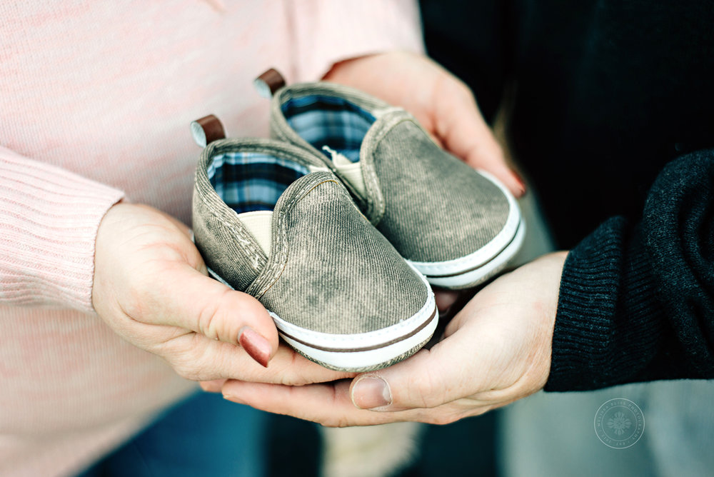 sweet-baby-shoes-maternity-photos-virginia-beach-chesapeake-norfolk-photographer-melissa-bliss-photography