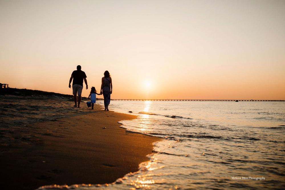melissa-bliss-photography-sunset-family-walk-on-beach-hampton-roads-documentary-photographer-virginia-beach-norfolk.jpg