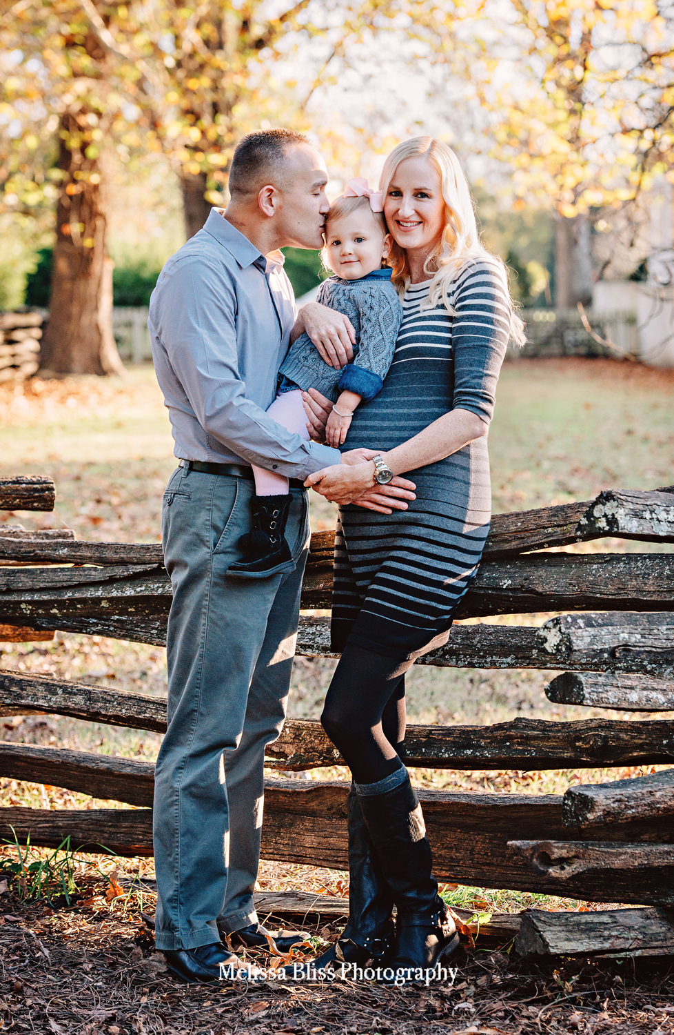 fall-family-picutres-holiday-photos-family-photography-norfolk-virginia-beach-chespeake-williamsburg-photographer-Melissa-Bliss-PHotography.jpg