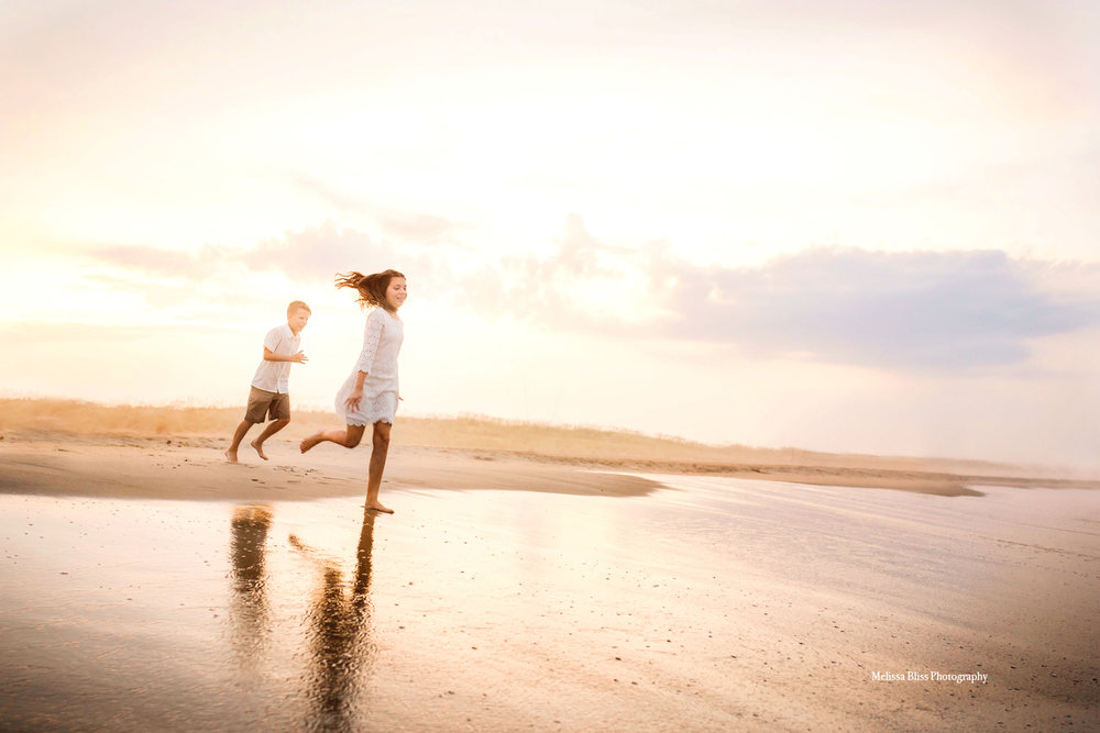 beautiful-virginia-beach-sunset-family-pictures-melissa-bliss-photography-norfolk-family-photographers.jpg