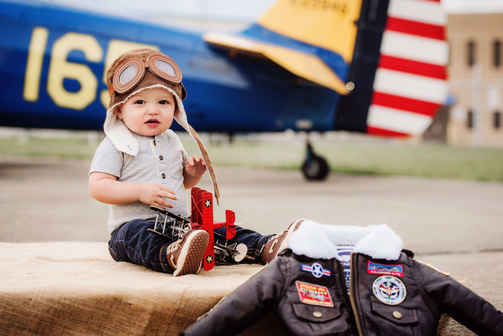 first-year-portraits-vintage-plane-norfolk-family-photographer-melissa-bliss-photography-virginia-beach-chesapeake-williamsburg-photographers.jpg