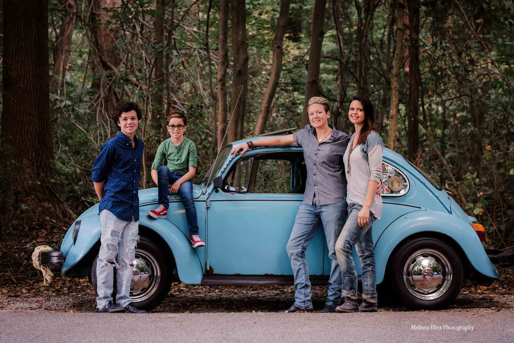melissa-bliss-photography-norfolk-cheaspeake-va-beach-photographer-vw-bug-family-portrait-with-car.jpg
