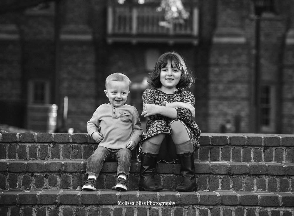 child-lifestyle-photo-siblings-on-steps-williamsburg-family-photos-melissa-bliss-photography.jpg