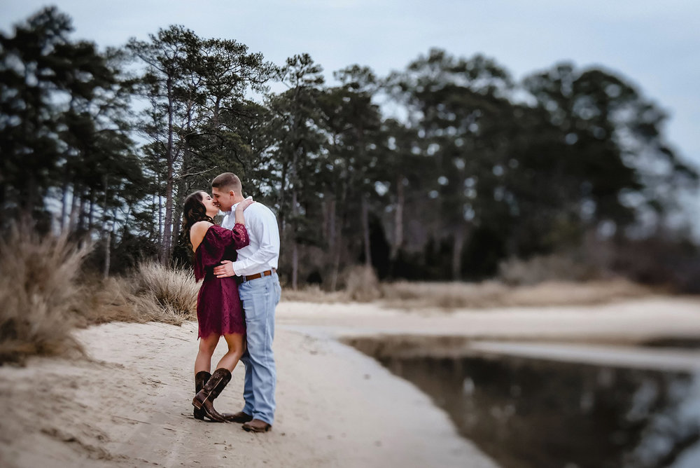 romantic-virginia-beach-engagement-session-pictures-by-melissa-bliss-photography-va-wedding-photographer.jpg