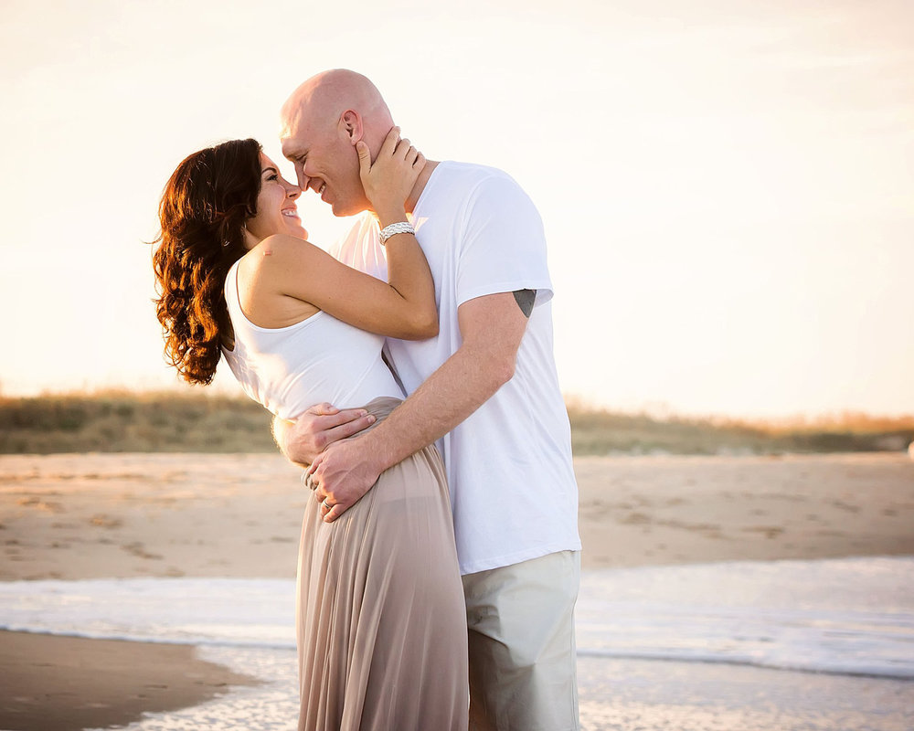 romantic-couple-sunset-on-virginia-beach-melissa-bliss-photography-VA_wedding-photographers.jpg