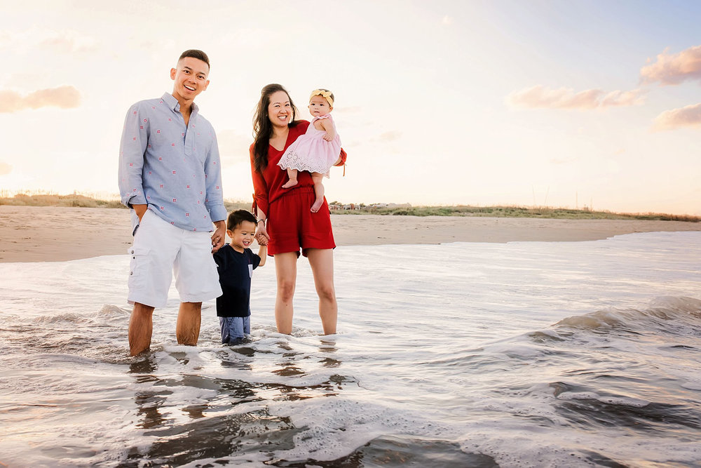 family-beach-photos-pro-tips-for-getting-the-best-pictures-at-your-family-session.jpg
