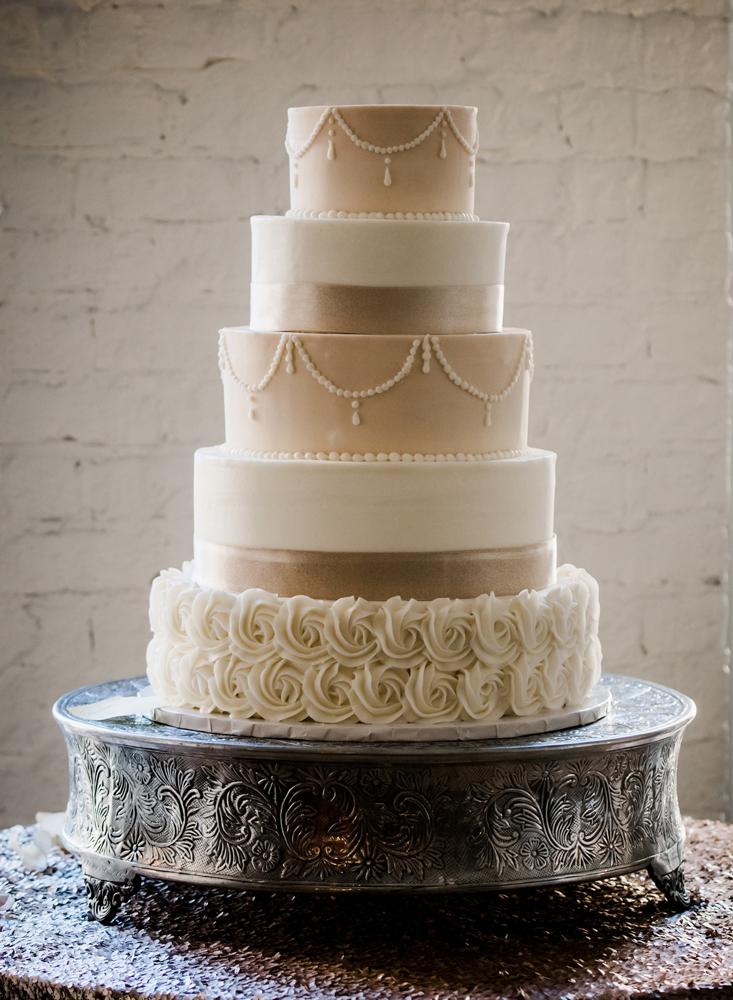 virginia-wedding-photographer-melissa-bliss-photography-wedding-cake-detail-photo.jpg